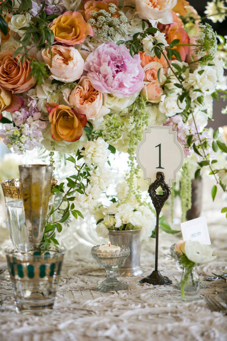 Những màu hoa dịu dàng đem lại cảm giác thanh lịch và sang trọng.