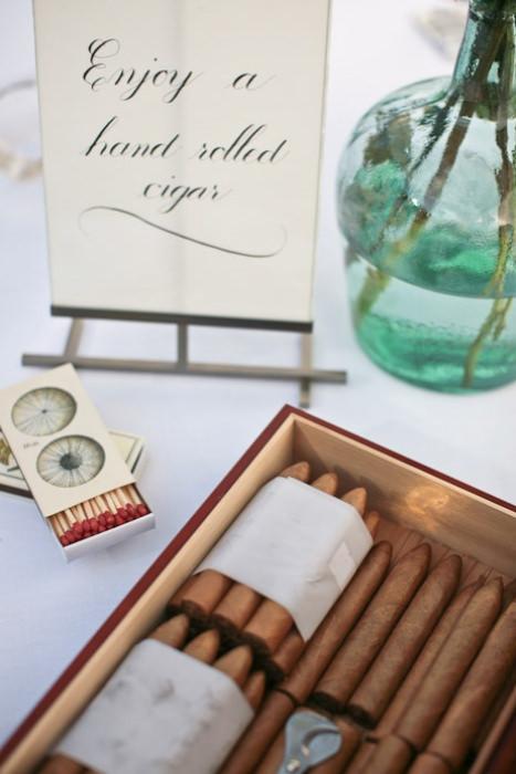 Những điếu xì gà dành cho khách sau bữa tiệc tối.