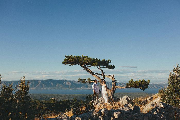 bride and groom under croatian tree