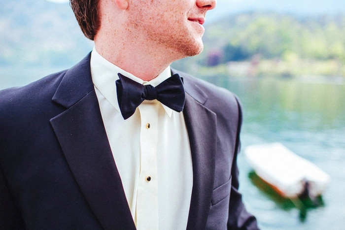 groom bow tie detail