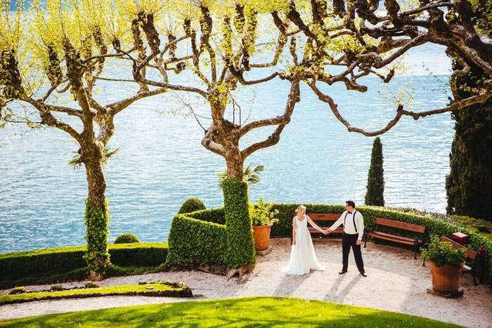 bride and groom on grounds of Italian Villa