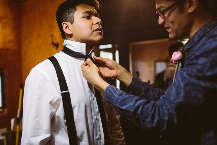 groomsman tying groom's tie