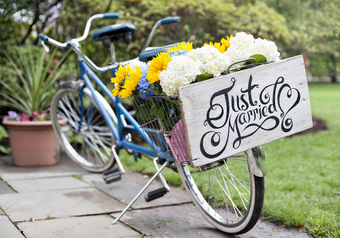 Tandem bicycle with painted just married sign