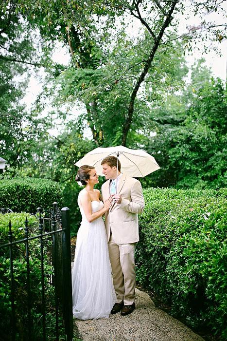 Chụp ảnh cưới lãng mạn dưới mưa