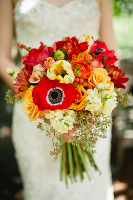 10 Gorgeous Oversized Wedding Bouquets