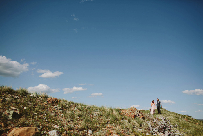 bride and groom in the ountains