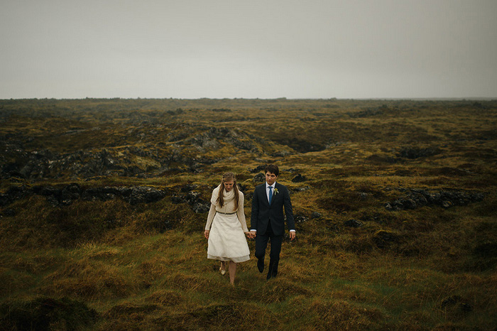 bride and groom in Iceland