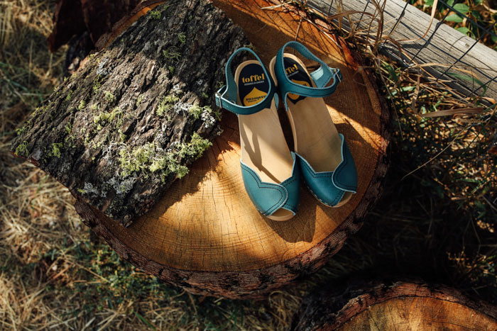 green wedding shoes on stump