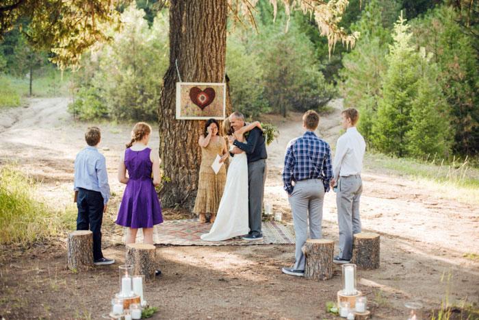 Đám cưới thân mật ấm áp ngoài trời