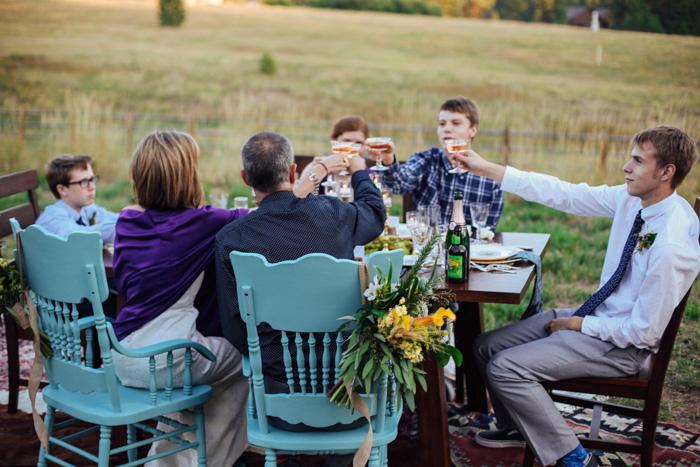 Tiệc cưới đơn giản ngoài trời