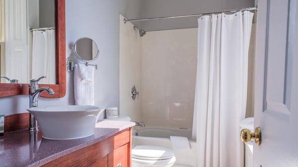Bathroom at the Idlewyld Inn - London Ontario