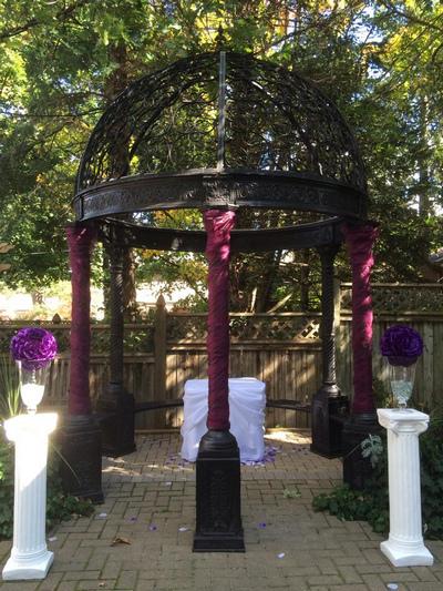 Wedding gazebo at the Idlewyld Inn - London Ontario