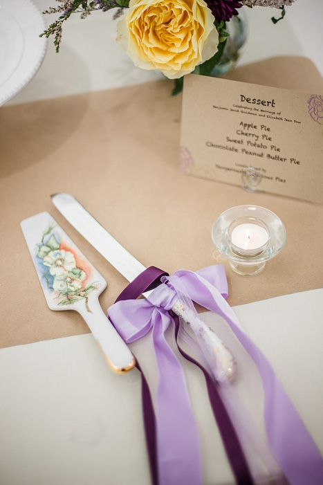cake cutting knife with ribbons