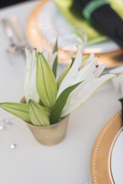 simple lily centerpiece