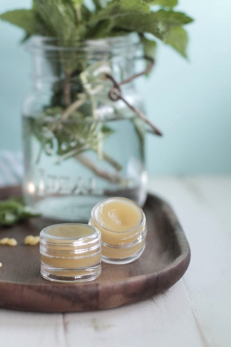 http-::livesimply.me:2014:11:13:diy-homemade-peppermint-lip-balm: