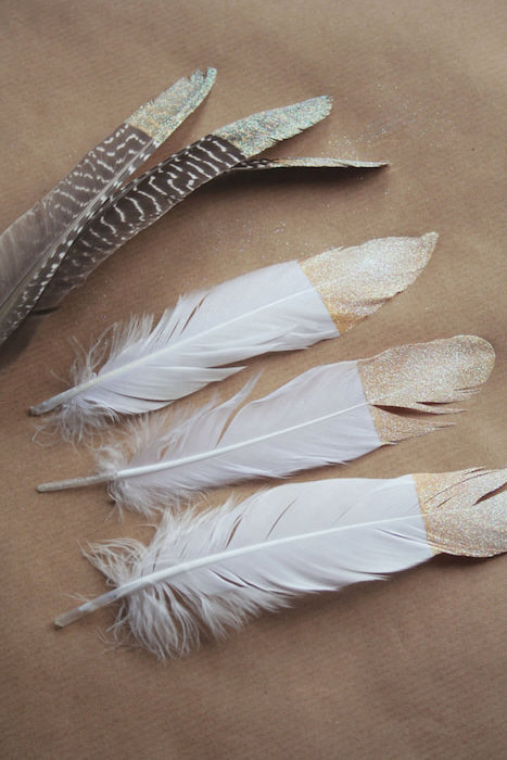 http-::www.boho-weddings.com:2013:11:25:diy-tutorial-gold-dipped-feathers: