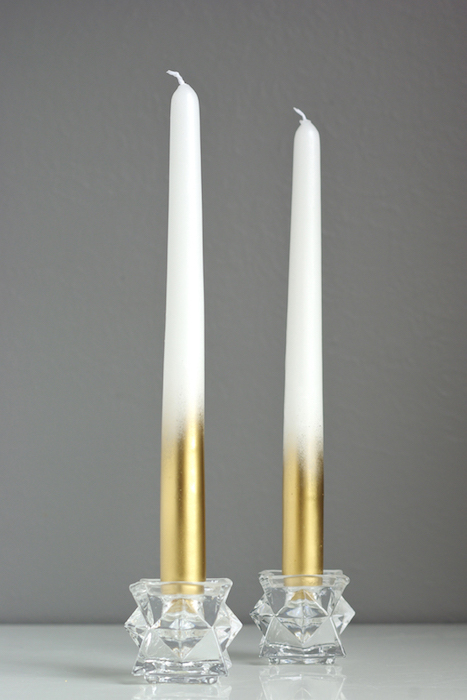 http-::www.oleanderandpalm.com:2014:11:diy-metallic-dipped-taper-candles