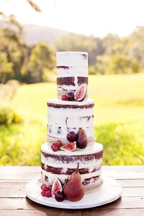 http-::www.polkadotbride.com:2014:04:white-bohemian-wedding-ideas:
