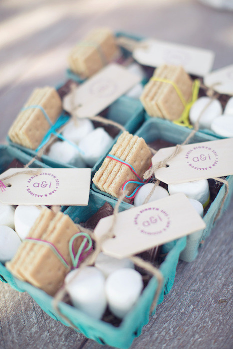 10 winter wedding favors intimate weddings small for Small intimate wedding ideas