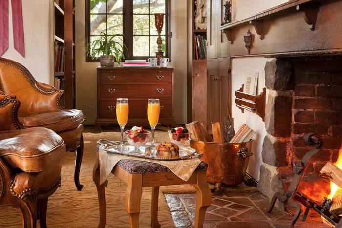 old-monterey-inn-fireplace