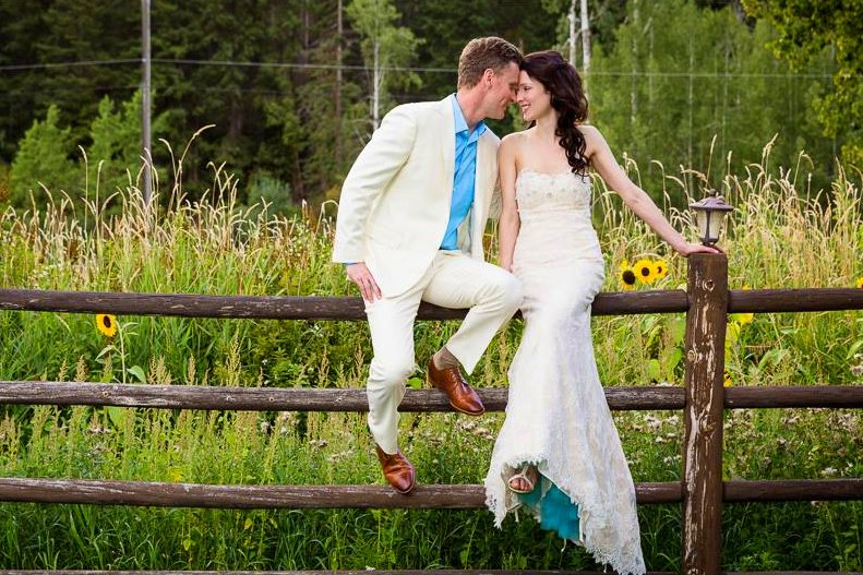 Mountain-Springs-Lodge-Plain-WA-bride-and-groom-on-fence