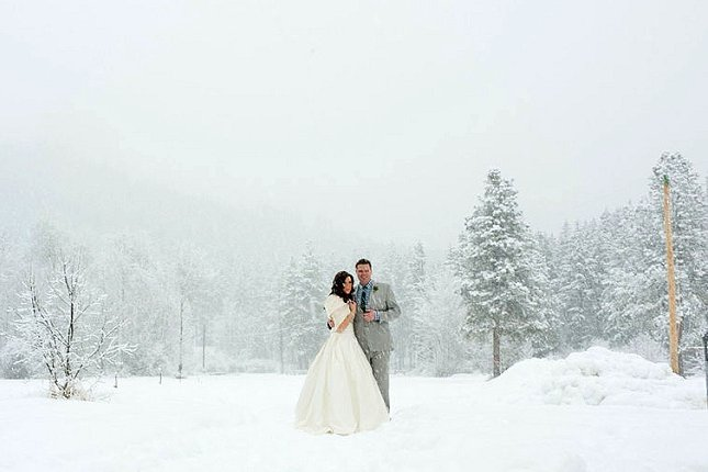 Mountain-Springs-Lodge-Plain-WA-bride-and-groom-winter