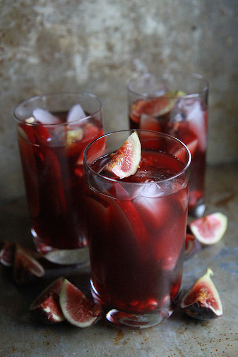 http-::heatherchristo.com:cooks:2014:10:28:autumn-sangria-with-apples-pomegranate-and-figs: