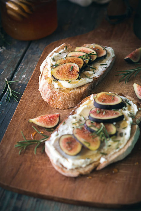 http-::www.willcookforfriends.com:2014:09:fig-rosemary-goat-cheese-tartines.html#_a5y_p=2443063