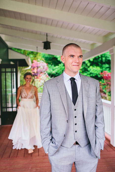 groom waiting for bride at first look session