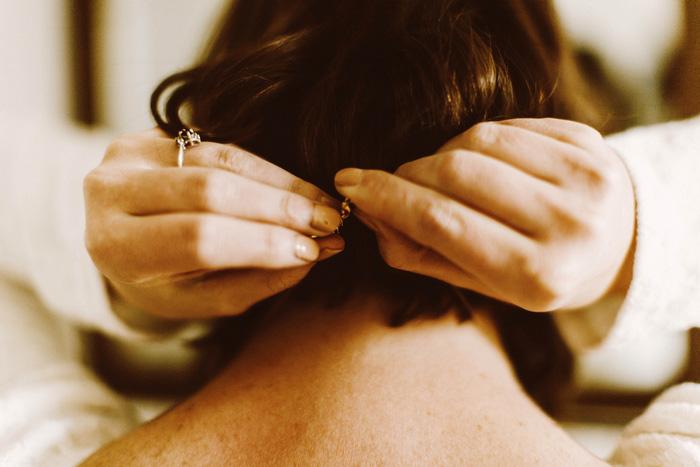bride clasping necklage