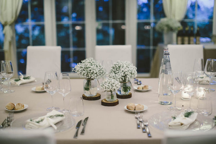 table setting with baby's breath centerpieces