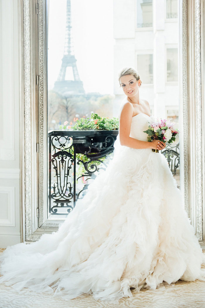 bride portrait in front of Eiffel Tower