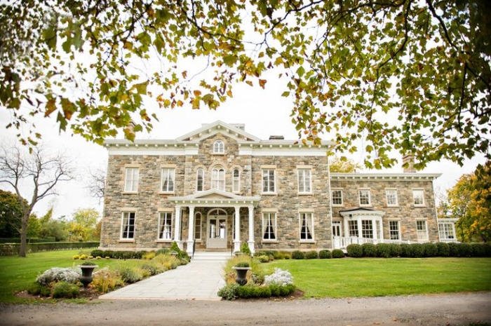 Looking For A Drop Dead Gorgeous Venue In Ny Your Intimate Wedding Brecknock Hall Situated Near The Long Island Sound New York Is Red