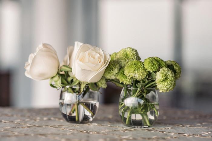 simple white rose centerpiece