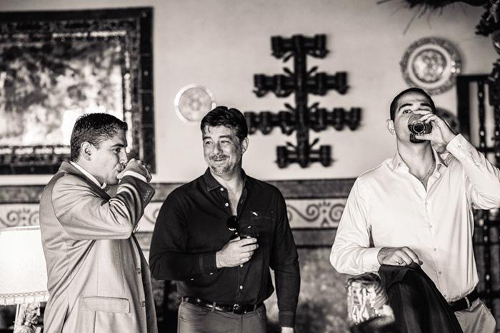 groom relaxing with groomsmen