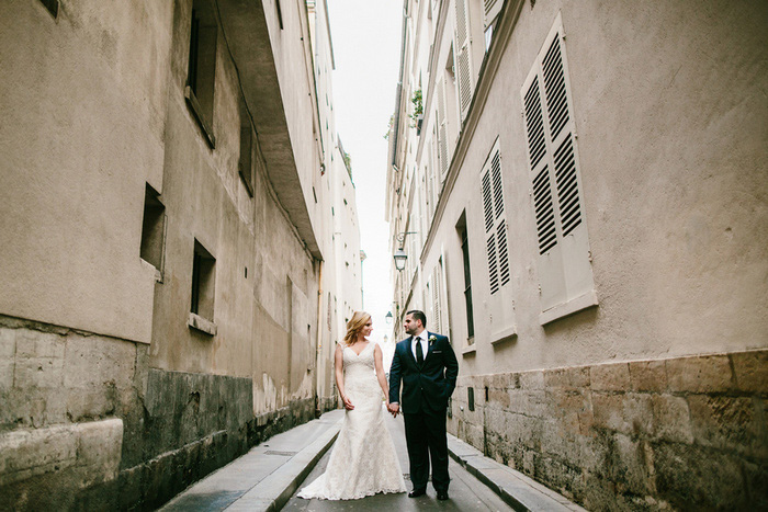 wedding portrait in Paris laneway