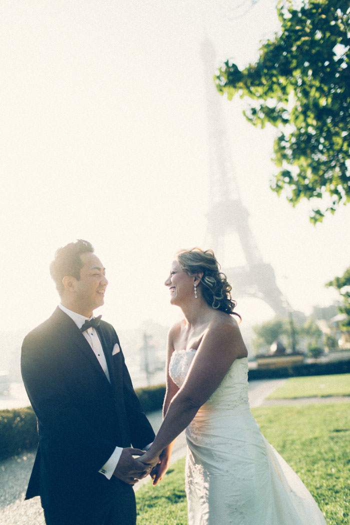 Paris elopement in front of Eiffel Tower