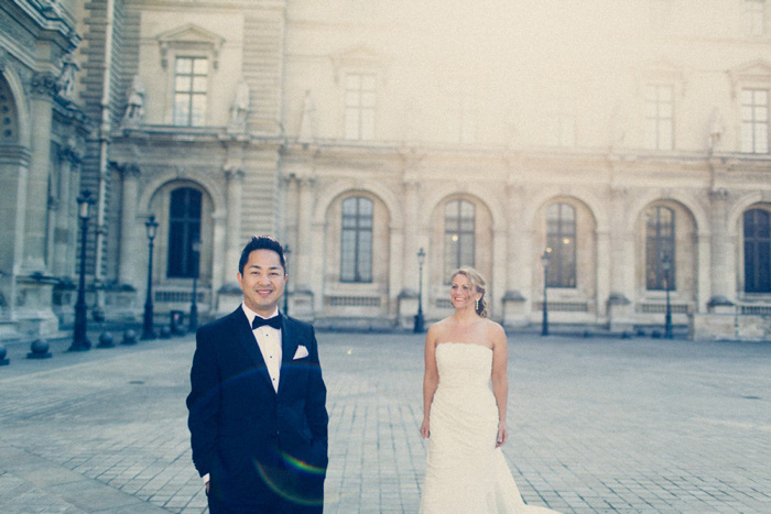 bride and groom first look session in Paris