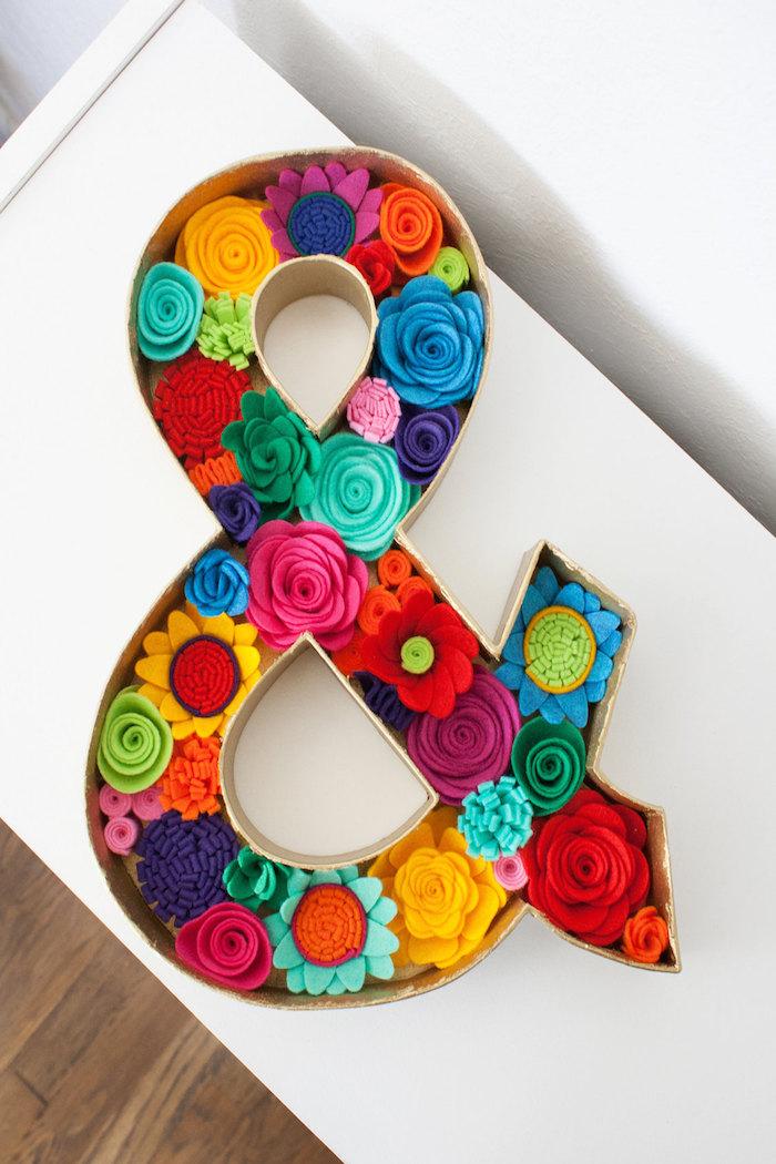 floral-ampersand