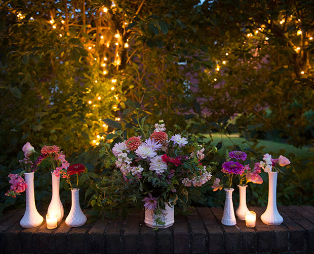 intimate-massachusetts-wedding-venue-deerfield-inn-flowers
