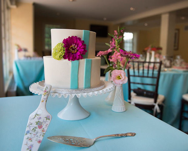 intimate-massachusetts-wedding-venue-deerfield-inn-wedding-cake