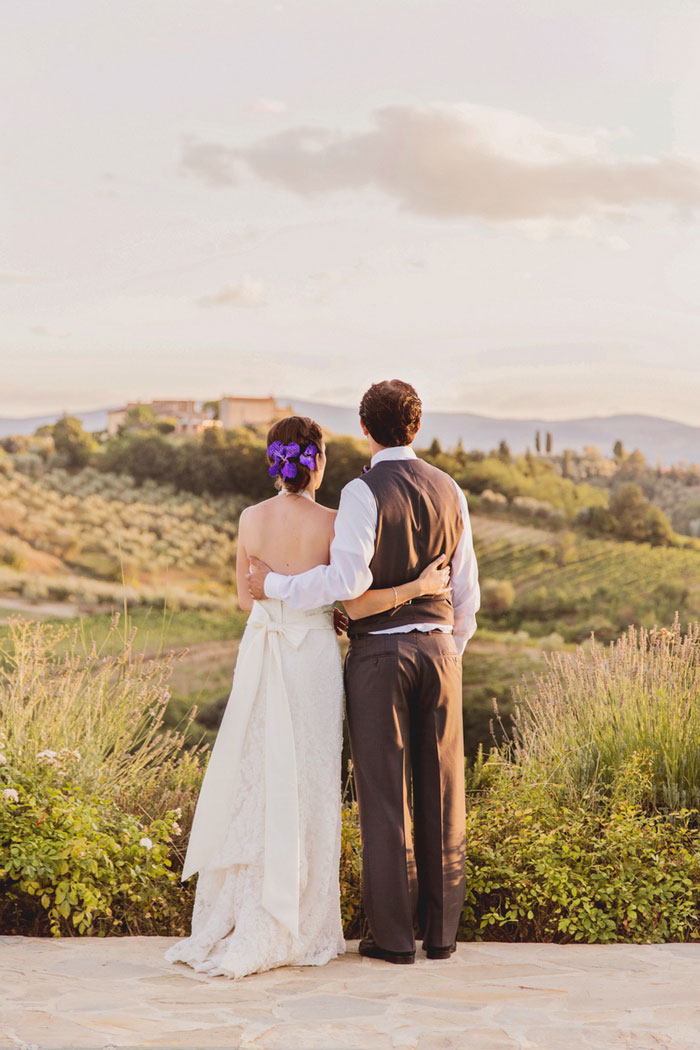 bride and groomlooking out to the Tuscan countryside