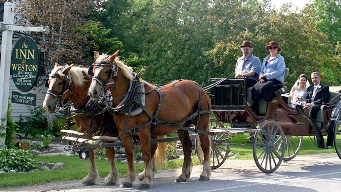intimate-weddings-inn-at-weston-vt-horse-drawn-carriage
