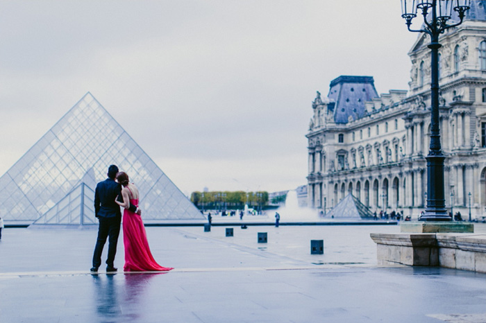 bride and groom in front of the Louvre