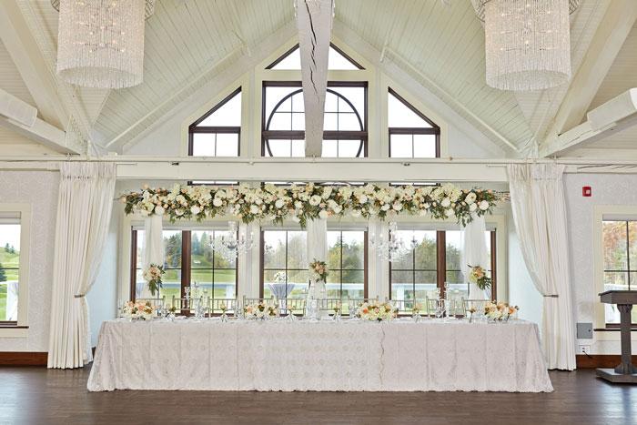 whistle-bear-golf-club-wedding-head-table