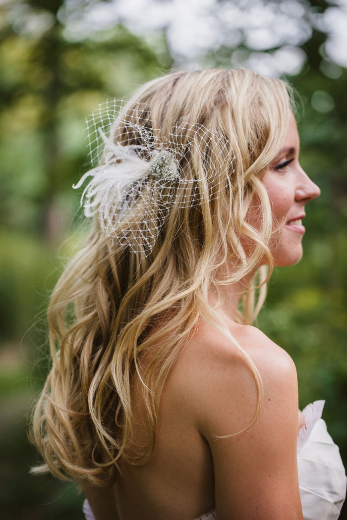 bride with feather hair fascinator