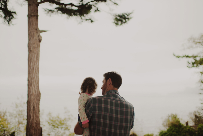 groom holding daughter