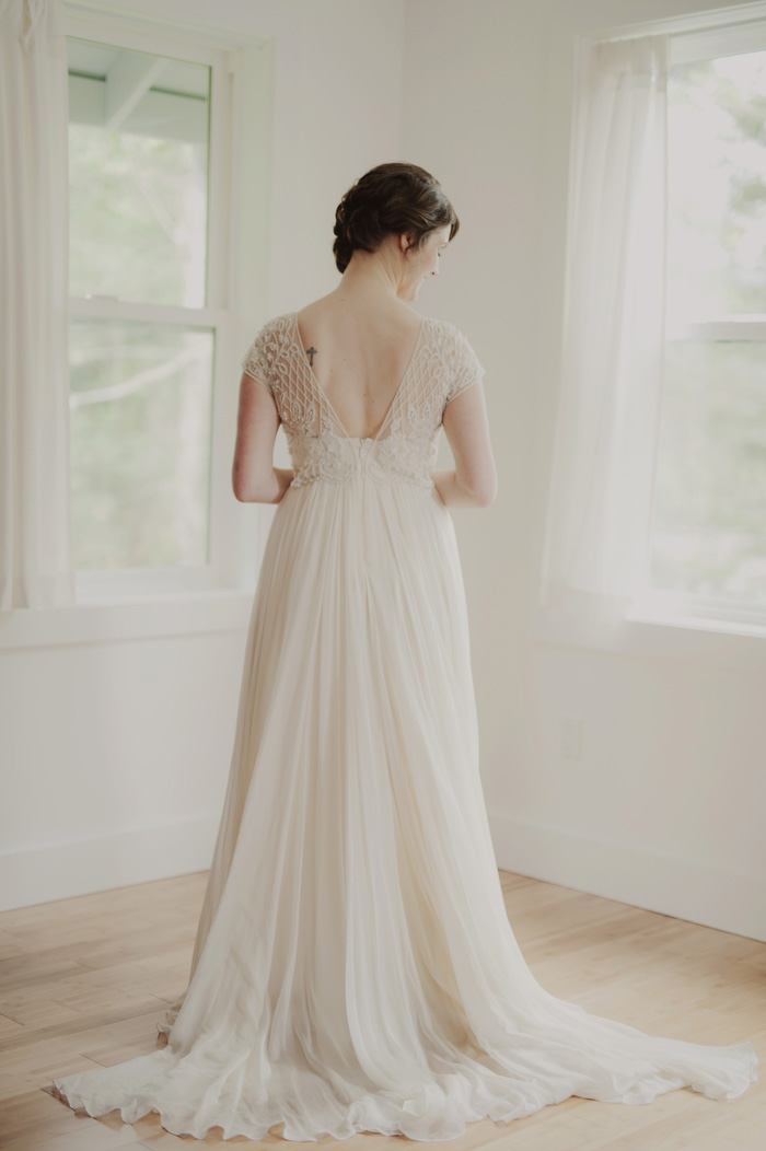 bride portrait from the back