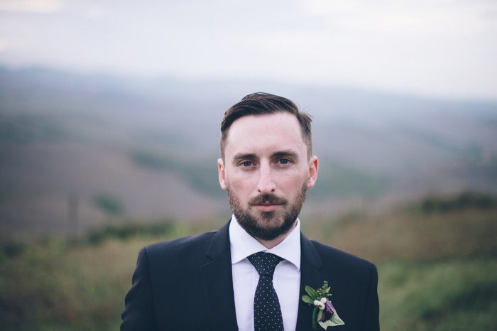 groom portrait in Tuscany