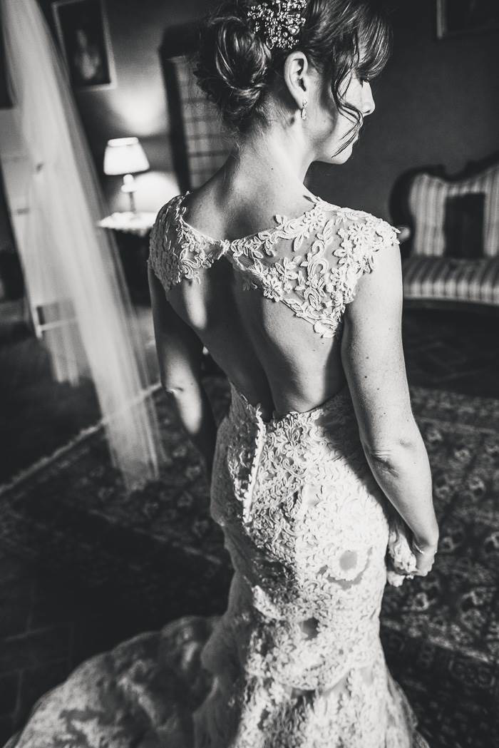black and white portrait of bride from behind